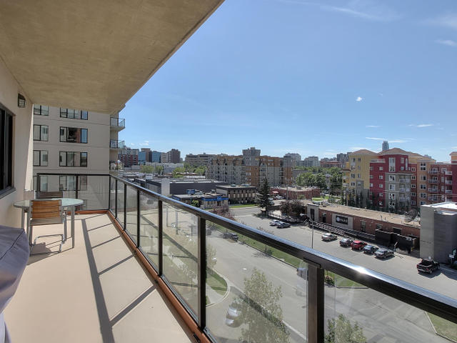Walk to new roger 39 s arena and macewan university for Balcony 417 rogers arena