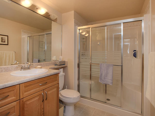 Ensuite Bathroom Edmonton walk to new roger's arena and macewan university - edmonton condo